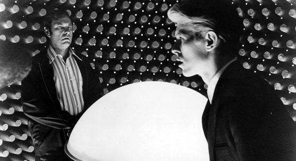 Afflictor Com 183 Classic Dvd The Man Who Fell To Earth 1976