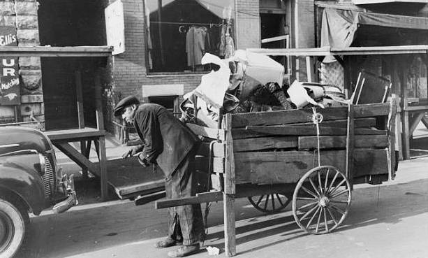 PHOTO-CHICAGO-UNKNOWN-SOUTH-SIDE-STREET-MAYBE-ELLIS-JUNK-MAN-WITH-HAND-WAGON-I-RECALL-SEEING-THIS-AS-A-KID-1941.jpg1.jpeg