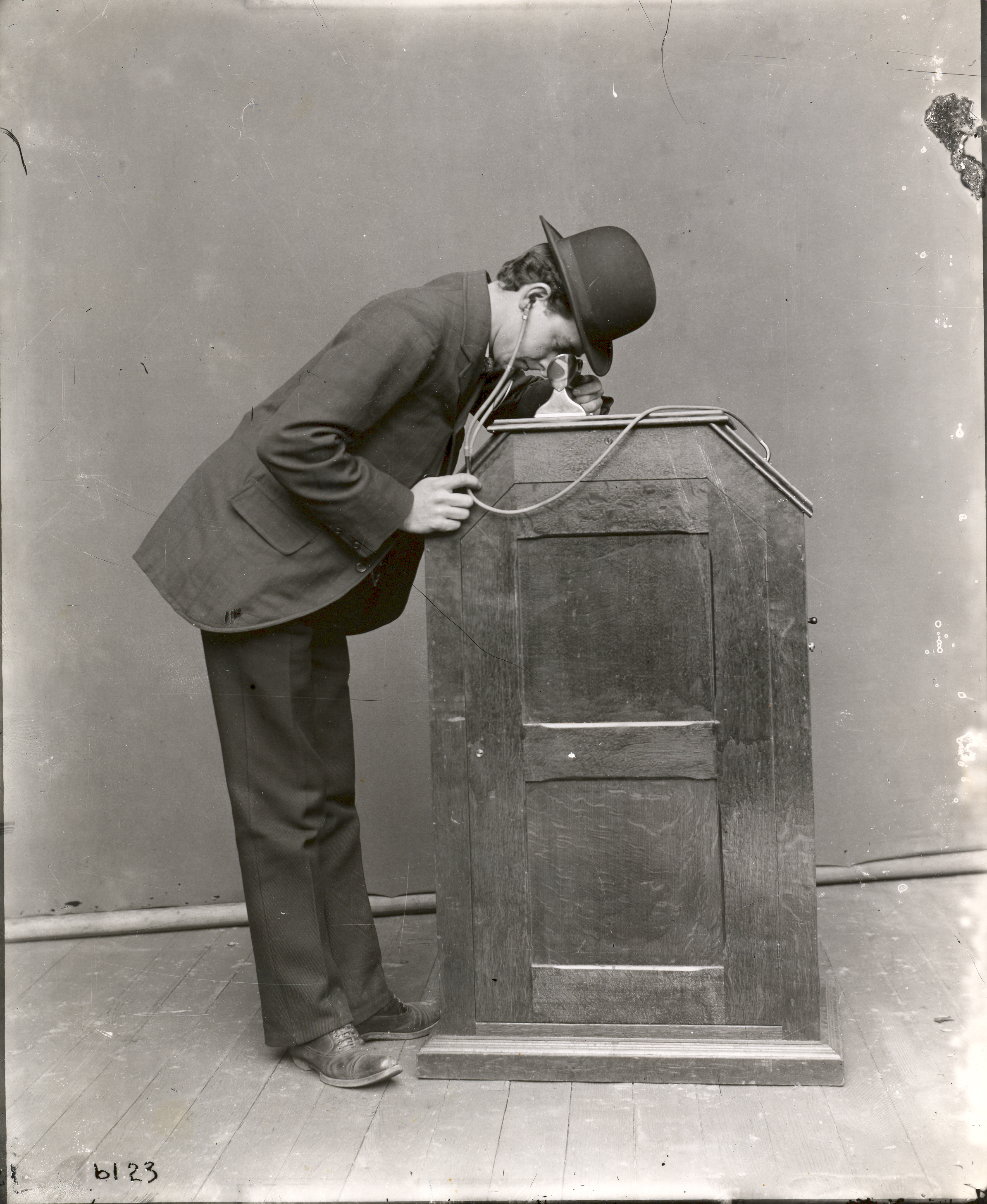 developement of the kinetoscope The position of the kinetoscope in film history is central and undisputed indicative of its importance is the detailed attention american scholars have given to examining its history however, the kinetoscope's development in britain has not been well documented and much current information about it is incomplete and out of date.