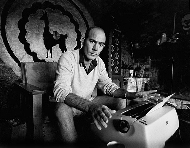 """hunter s thompson typewriter """"I Don't Know The Percentage Of The Internet That's Valid, Do You?"""""""