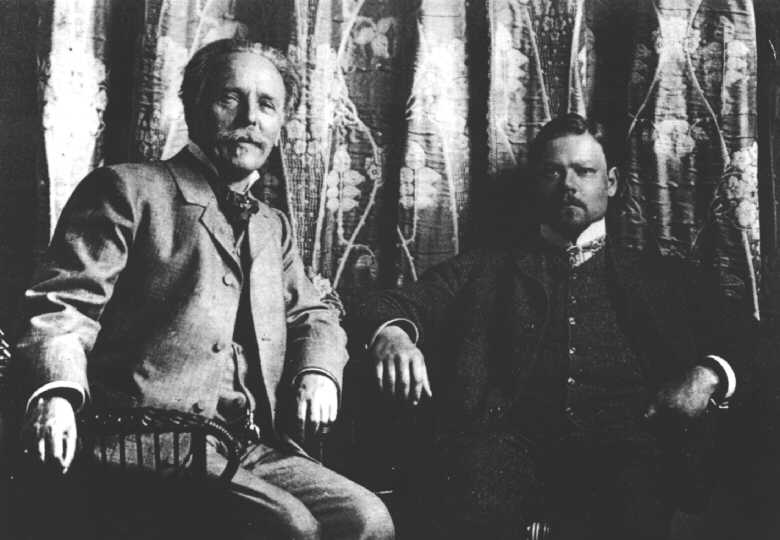 Karl May, left, in 1904.