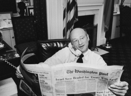 ted-thai-new-york-mayor-ed-koch-in-his-office-reading-the-washington-post-during-the-newspaper-strike