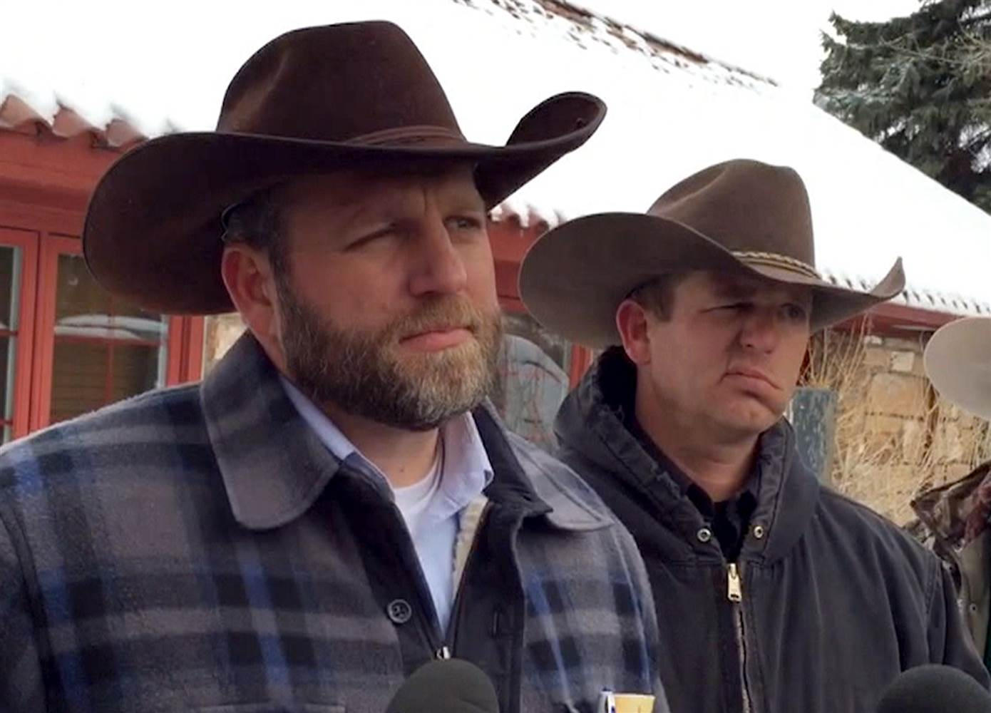 160104-ammon-ryan-bundy-jsw-717a_fdf46b5b9c0cbb504ccc25520dad928d.nbcnews-ux-2880-1000