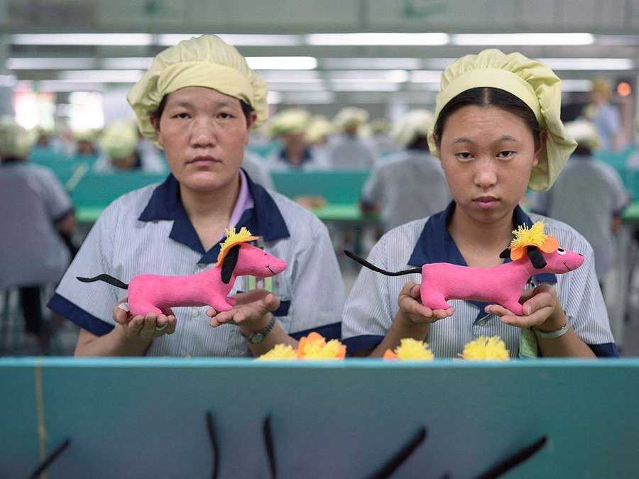 step-inside-chinas-grueling-toy-factories-photos