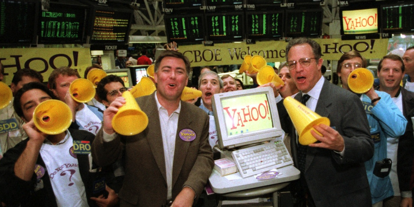 Mike Nelson, sales director of Yahoo Inc., center left, and William J. Brodsky, president and chief executive officer of the Chicago Board Options Exchange, along with market-makers start trading of the Yahoo! stock at the exchange Tuesday, Sept. 9, 1997, in Chicago. The options exchange began trading Yahoo! options, which offers internet navigational service to internet users Tuesday. (AP Photo/Charles Bennett)
