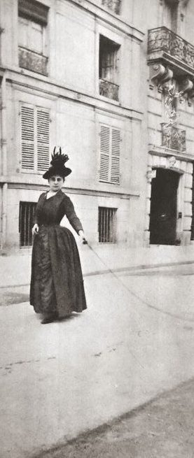 lady1890swalkingdog